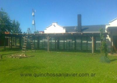 CONSTRUCCIONES DE PÉRGOLAS DE MADERA Y TRONCOS DE EUCALIPTO. (3)